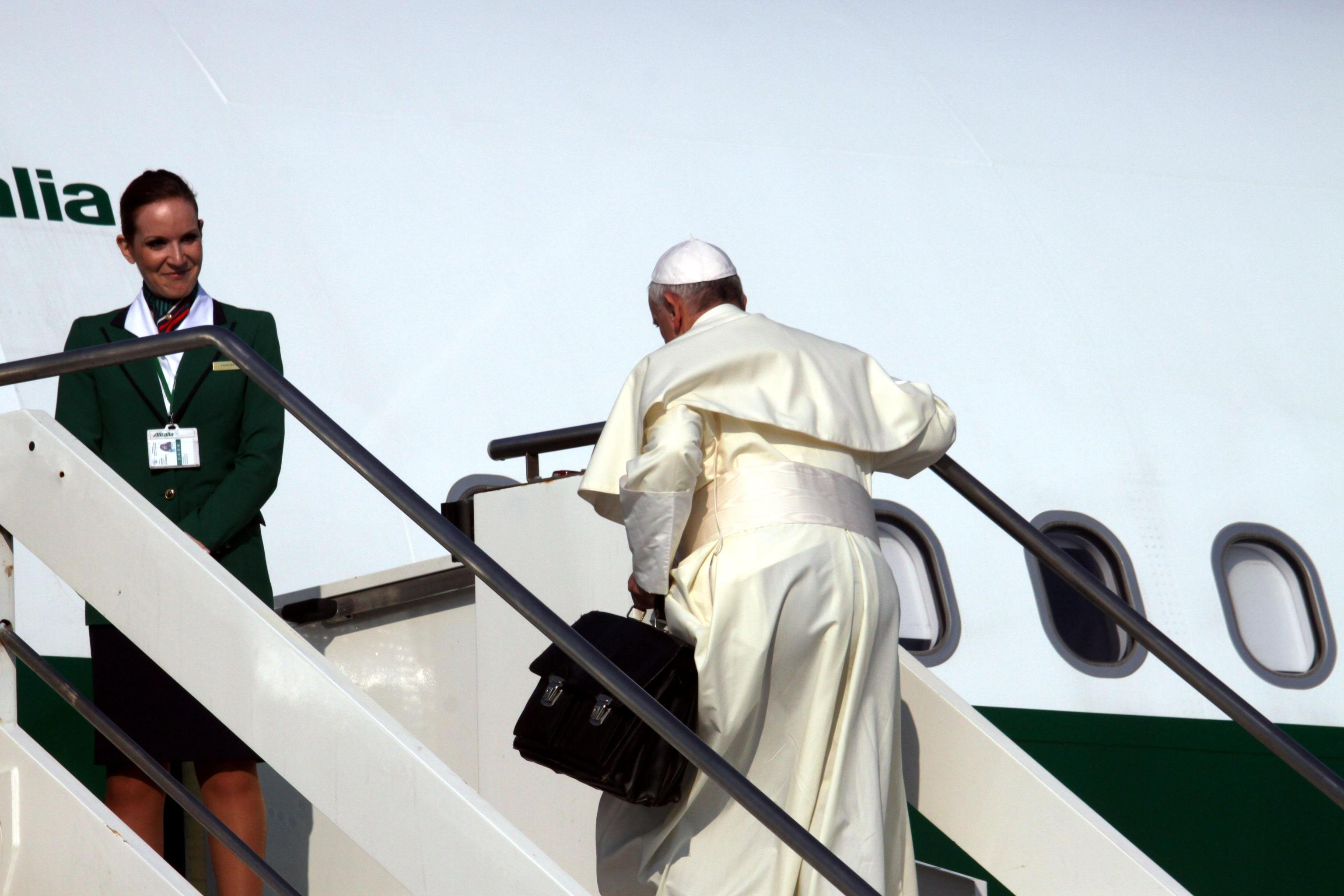 Pope Francis plane sets off for Brazil